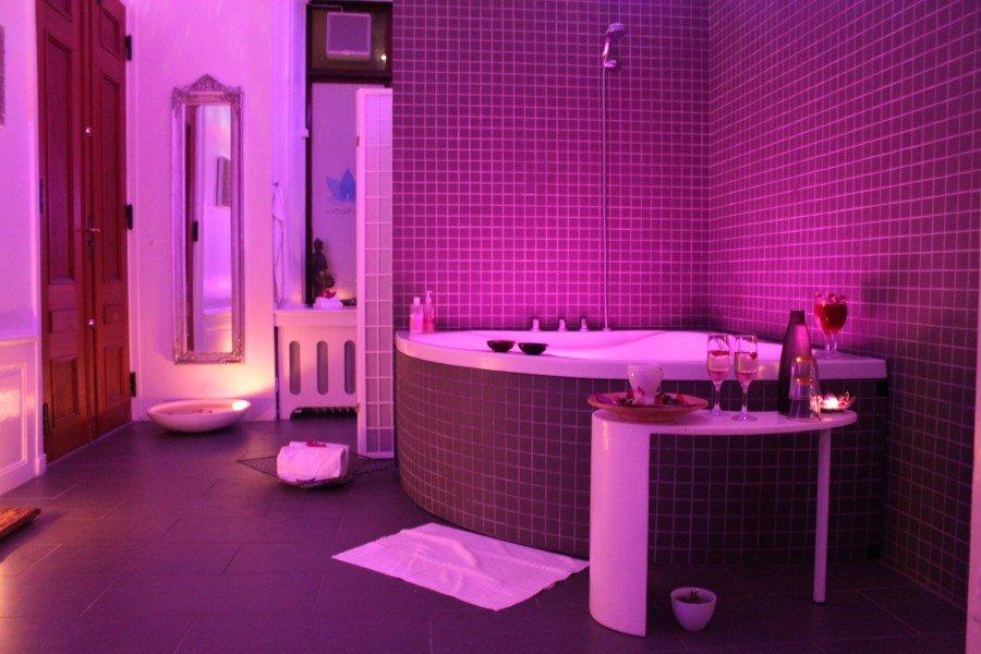 hotel med jacuzzi på værelset jylland erotic massage københavn